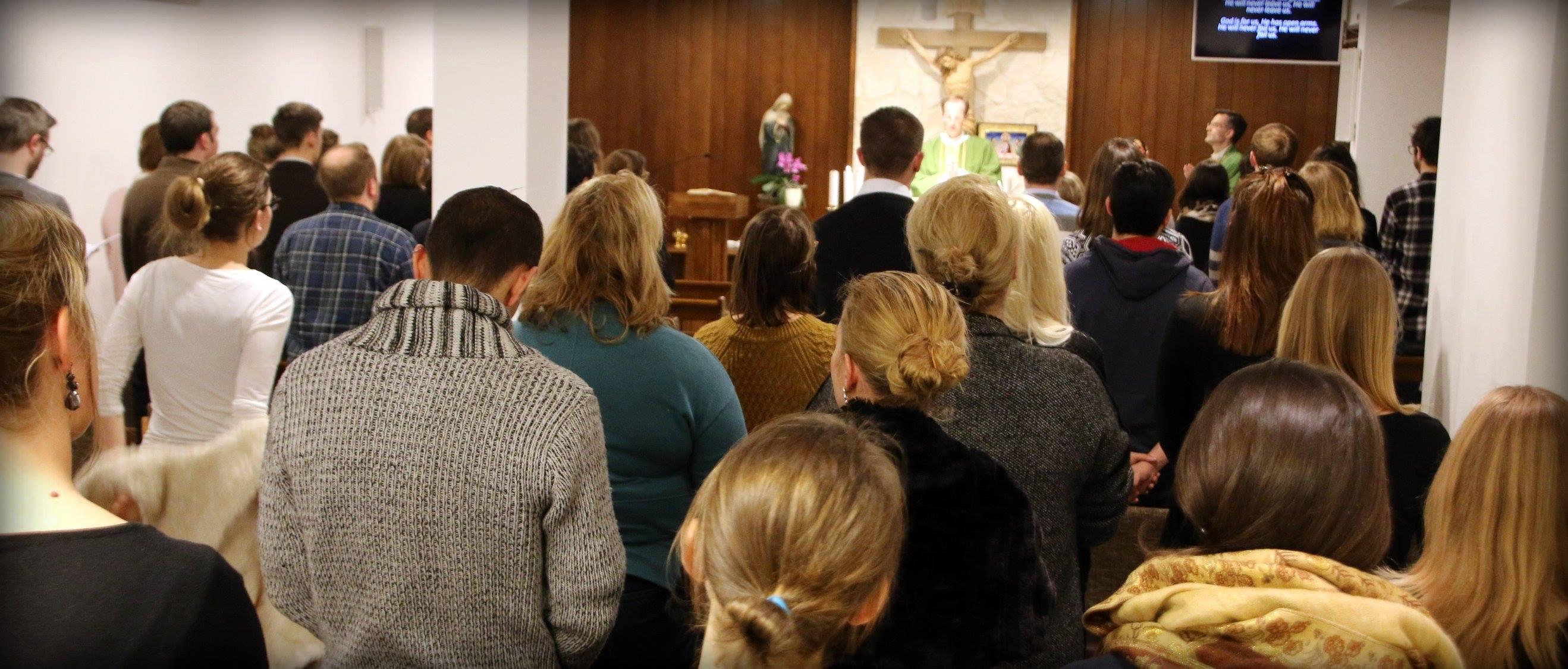 Jugendliche in der Messe